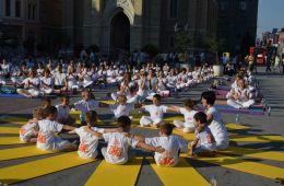 Joga Međunarodni performans u Novom Sadu