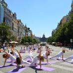 "Performans ""Joga dani dobrih dela"" u Pragu, 8.6.2014."